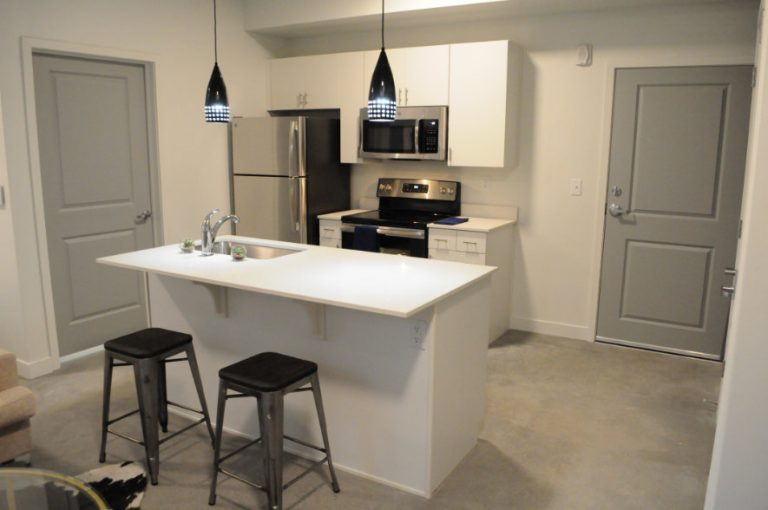 Gallery - Kitchen at Salt Flats Landing Apartments